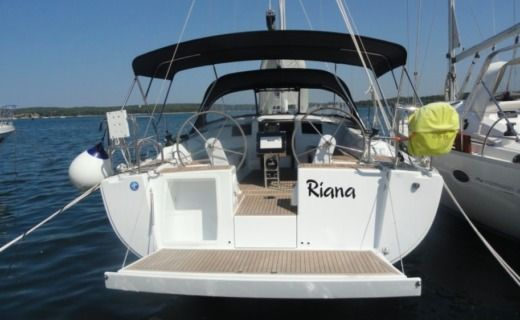 Hanse Yachting Sailboat 385 in Pula