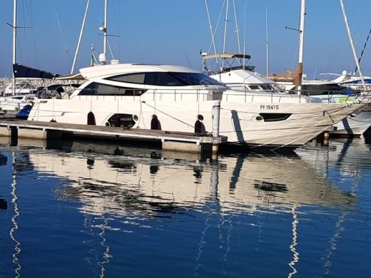 Motorboat Cayman Ht 62 for hire