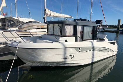 Rental Motorboat Beneteau Barracuda 8 Lorient