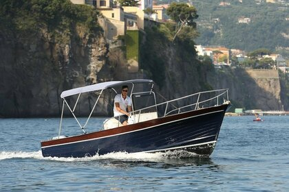 Hire Motorboat APREAMARE LANCIA 6 METRI Piano di Sorrento