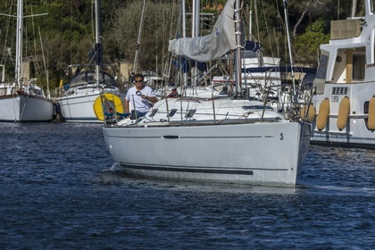 Hire Sailboat BENETEAU FIRST 31.7 Six-Fours-les-Plages