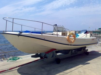 Charter Motorboat Boston Whaler Outrage 21 Genoa
