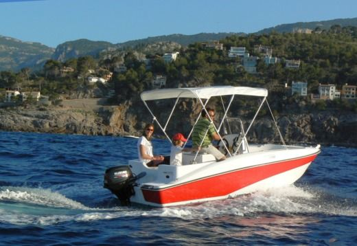 Motorboat Compass 150cc for hire