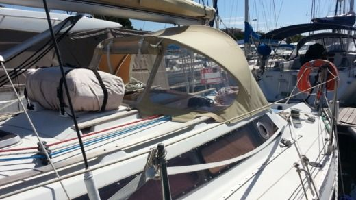 Sailboat Jeanneau Attalia 32 for hire