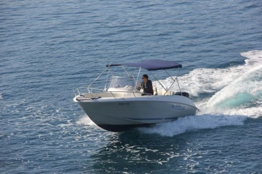 Quicksilver Commander 600 in Trogir