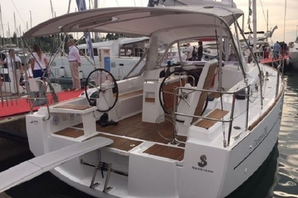 Rental Sailboat BENETEAU OCEANIS 38 Carloforte