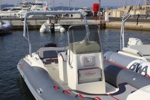 NUOVA JOLLY KING 700 RS in Hyères zu vermieten