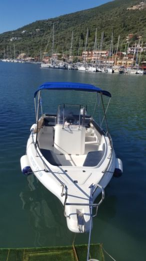 Charter motorboat in Sivota