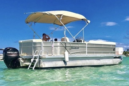 Hire Motorboat premier Pontoon Miami