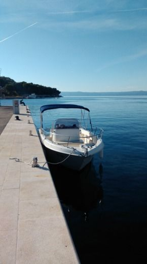 Rental Motorboat Saver 690 Open Povlja