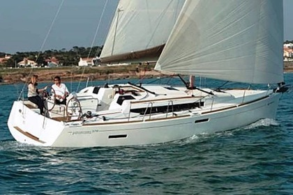 Rental Sailboat JEANNEAU 379 Sliema