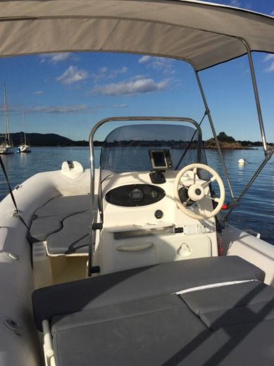 Zodiac Medline 2 C in Porto-Vecchio for hire