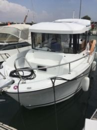 Charter Motorboat Jeanneau Merry Fisher 6.95 Marlin 150Cv Yamaha Royan