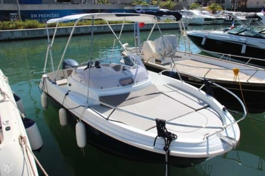 Motorboat Jeanneau Cap Camarat 5.5 for hire