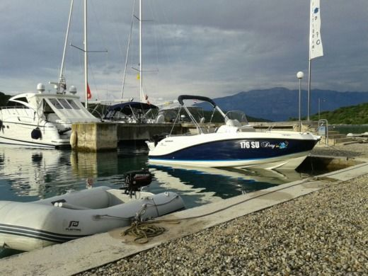 QUICKSILVER Activ 555 in Povlja peer-to-peer