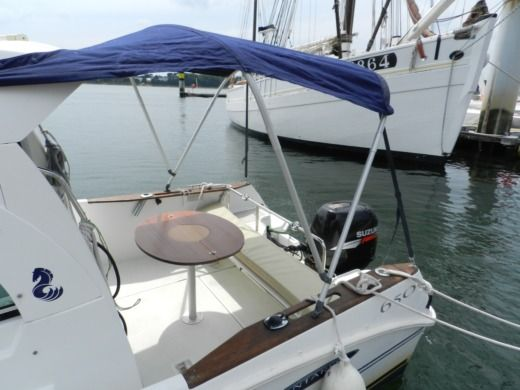 Motorboat Beneteau ANTARES 650 HB for hire