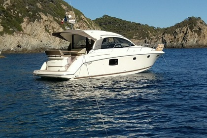 Hire Motorboat JEANNEAU 390s Antibes