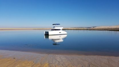 Charter Motorboat Fountaine Pajot Highland 35 Arcachon
