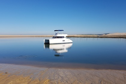 Hire Motorboat FOUNTAINE PAJOT HIGHLAND 35 Arcachon