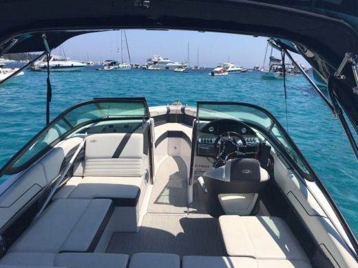 Motorboat Regal 2100 Rx Surf 300Cv V8 2016 for hire