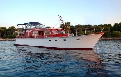 Charter Motorboat Super Van Craft 13.80 Cannes