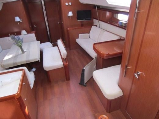 Sailboat Oceanis 54