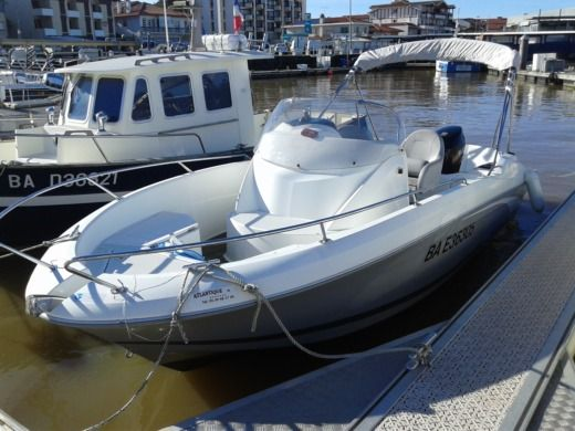 Motorboat Beneteau Flyer Open 650 peer-to-peer