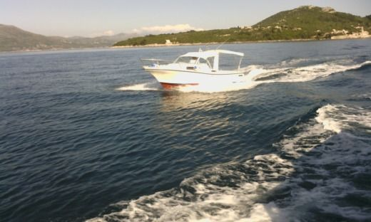 Motorboat Delfino Paguro 6.2 - Diesel for hire