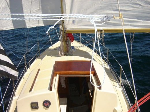 Sailboat Cnso Lotus for hire