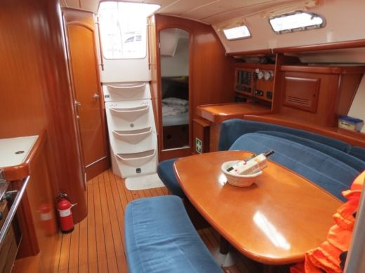 Sailboat Beneteau Ocenis 393 Clipper for hire