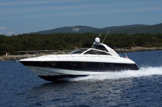 Motorboat Princess V42 for hire