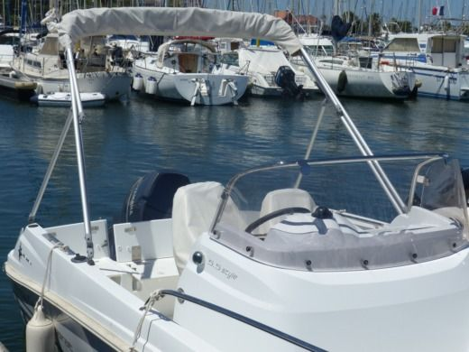 Motorboat JEANNEAU Cap Camarat 5,5 CC SERIE 2 for hire