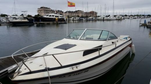 Charter motorboat in Santander peer-to-peer