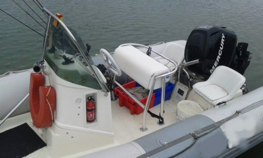 Charter rIB in Ouistreham peer-to-peer