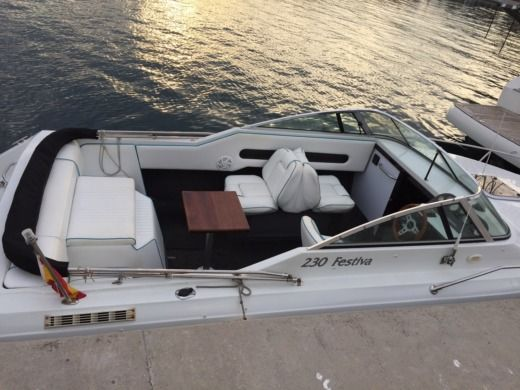 Rinker 230 Festiva in Barcelona for rental