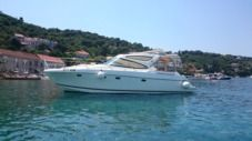Motorboat Jeanneau Prestige 34 for hire