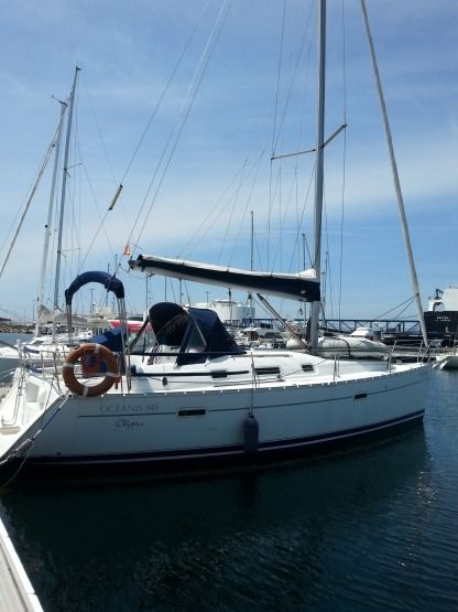Rental Sailboat Beneteau Oceanis Clipper 34 Vigo