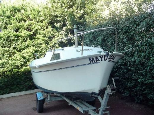 Motorboat Beneteau Nautilus for hire