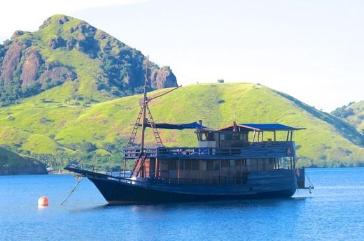Phinisi Phinisi in Komodo for hire