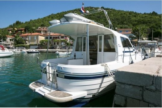 Motorboat Vektor Adria 1002 for hire