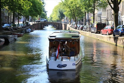 Hire Motorboat Custom Salonboot - Terra Nova Amsterdam