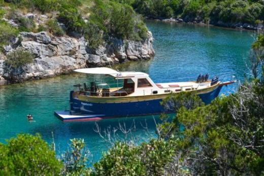 Traitional Croatian Boat Leut in Split zwischen Privatpersonen
