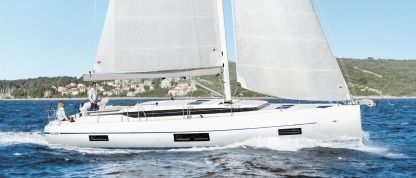 Charter Sailboat Bavaria C45 Salerno