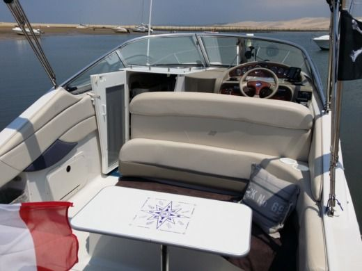Four Winns Vista 268 in La Teste-de-Buch for hire