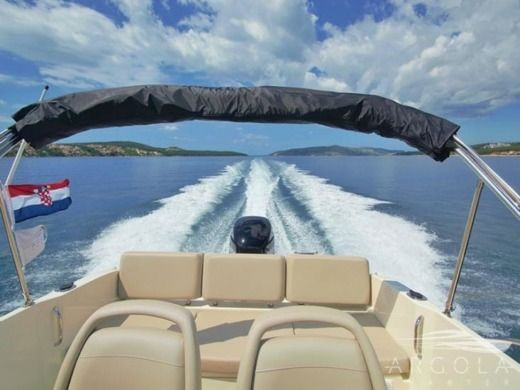 Motorboat Quicksilver 675 Activ Open