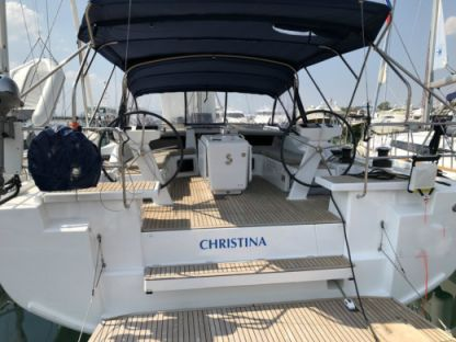 Rental Sailboat Bénéteau Oceanis 51.1 Elliniko