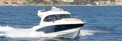 Charter Motorboat Beneteau Antares 32 Marseille