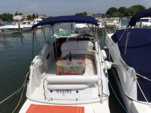 Motorboat Fours Winds Fours Winds 268 for hire