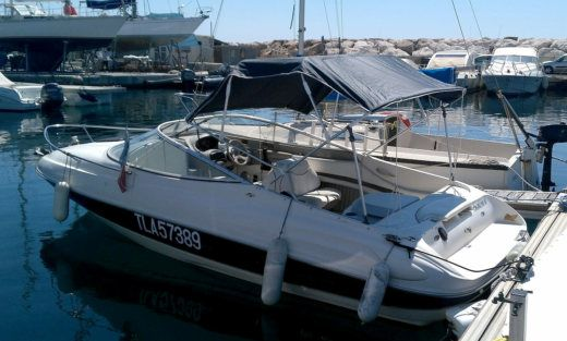 Bayliner Capri Cuddy Ls 2052 in Le Lavandou for hire
