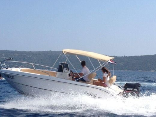 Motorboat Mano Marine 18.50 for rental